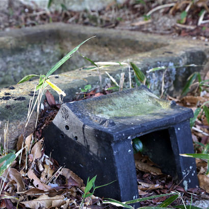 石棺として認識される前は、石櫃(大切なものを入れる箱)として祀られていました
