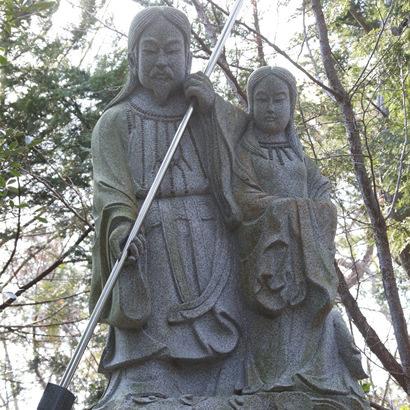 おのころ神社・伊弉諾尊・伊弉冉尊の二神石像